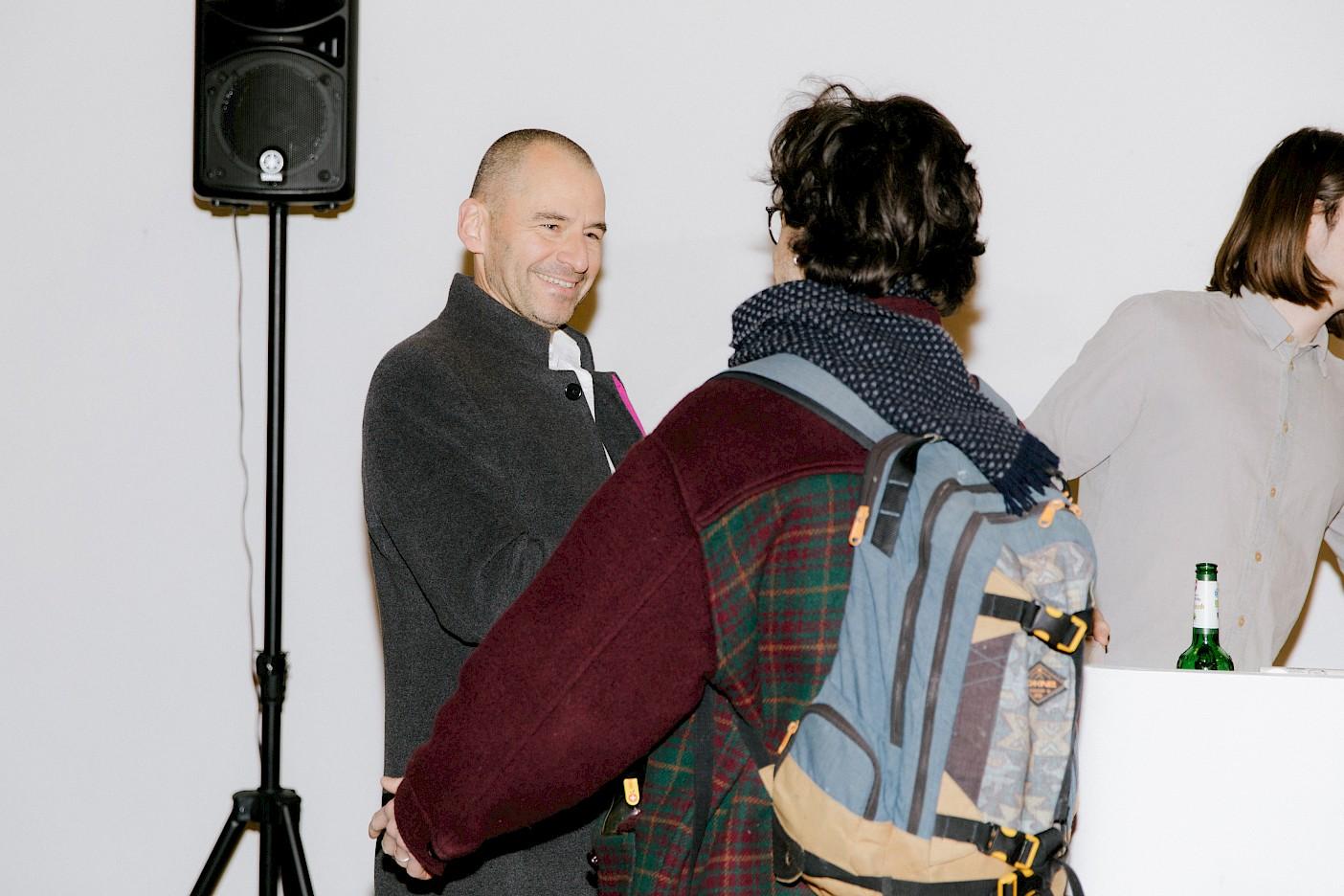 Sebastian Daub überreicht den Linklaters LLP Preis an Rudi Ninov