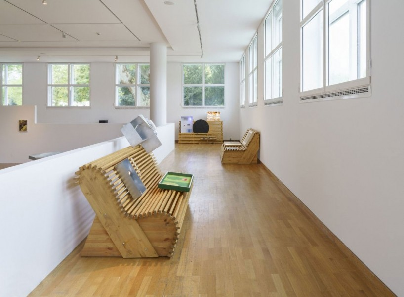 Exhibition view: ars viva 2021. Rob Crosse, Richard Sides, Sung Tieu Richard Sides, The Argument, 2020 Photo: Wolfgang Günzel © Museum Angewandte Kunst, Frankfurt a.M.