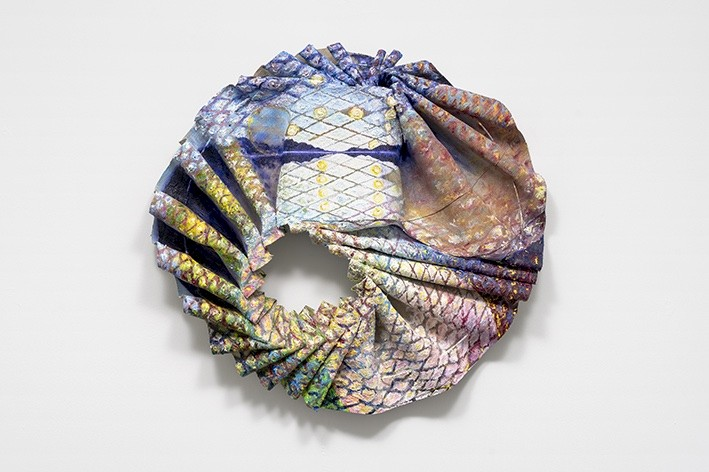 Johanna Odersky 'Apology', 2021 Oil on folded canvas, metal ø 70 cm Unique